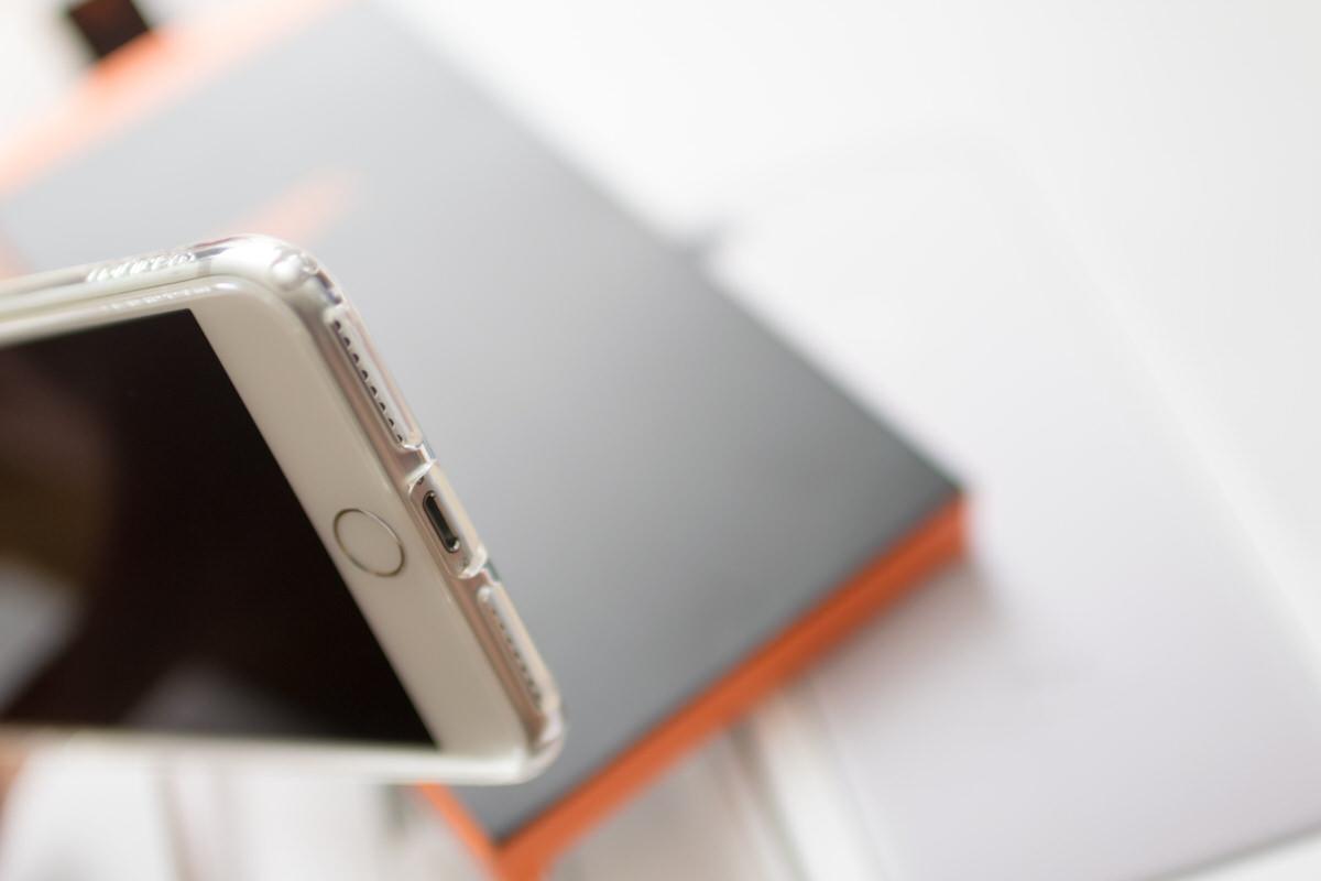 Spigenウルトラハイブリット iPhone7ケース