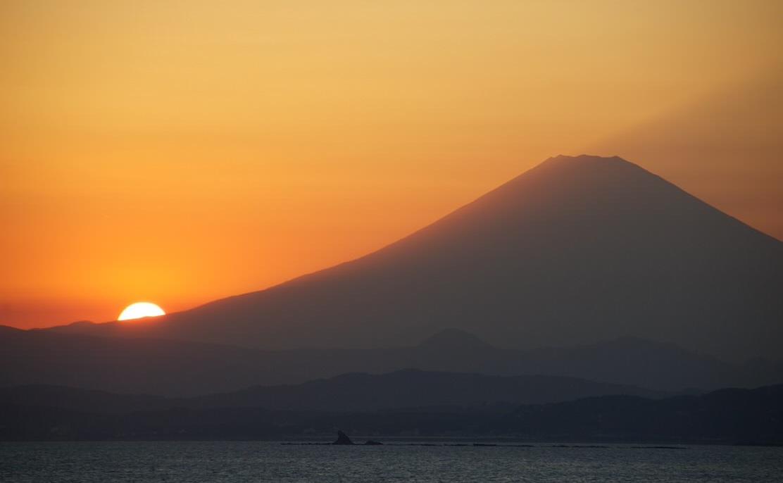 江ノ島からの夕日と富士山